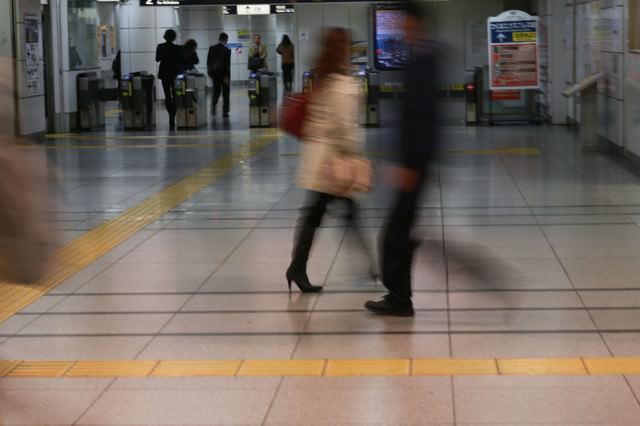 電車通勤(改札前)の写真