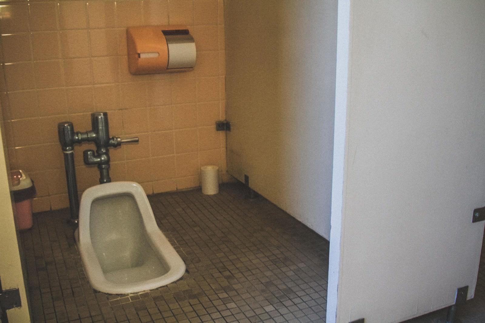 Boys Rooms 不気味な和式トイレ|ぱくたそフリー素材