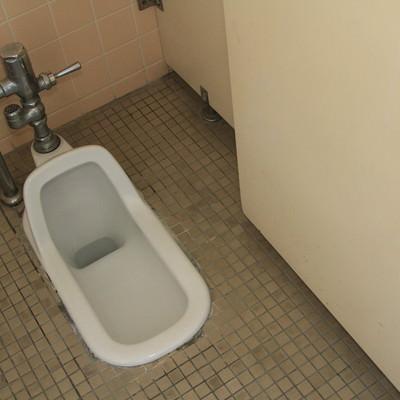 「使われなくなった和式トイレ」の写真素材