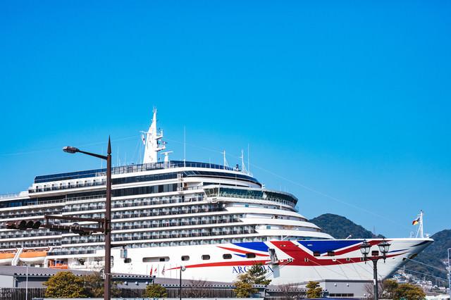 長崎港 松が枝国際ターミナルに停泊中の大型客船の写真
