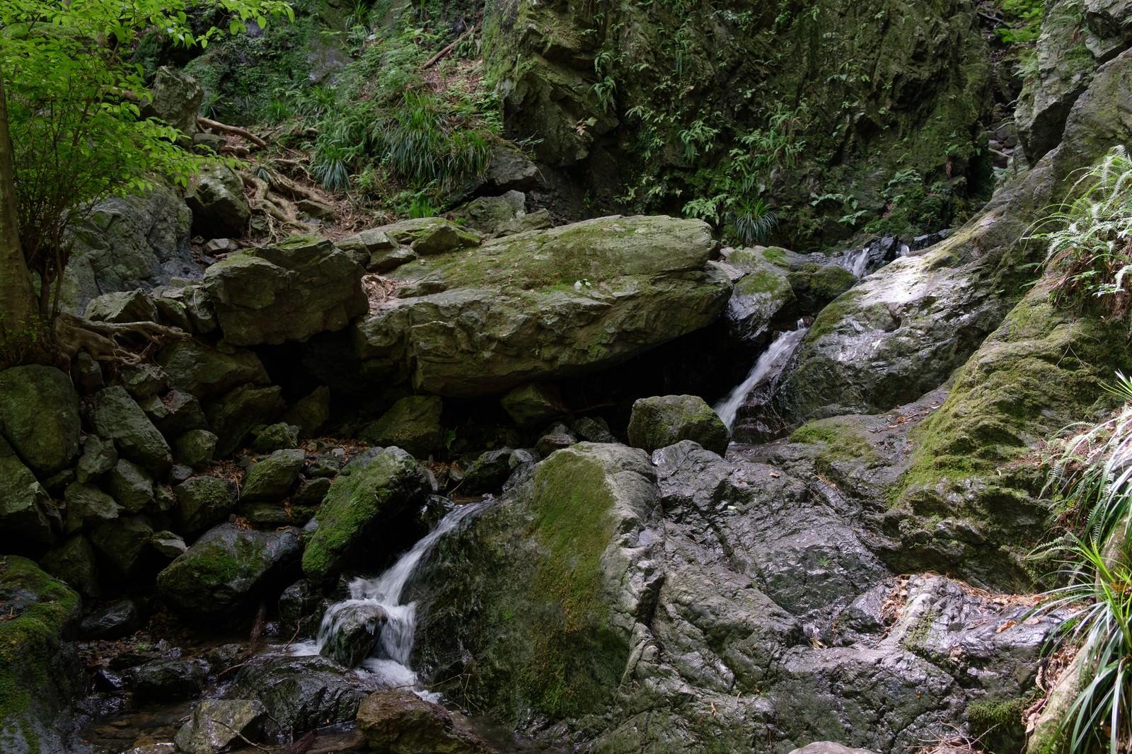 「岩を穿つ流れ」の写真