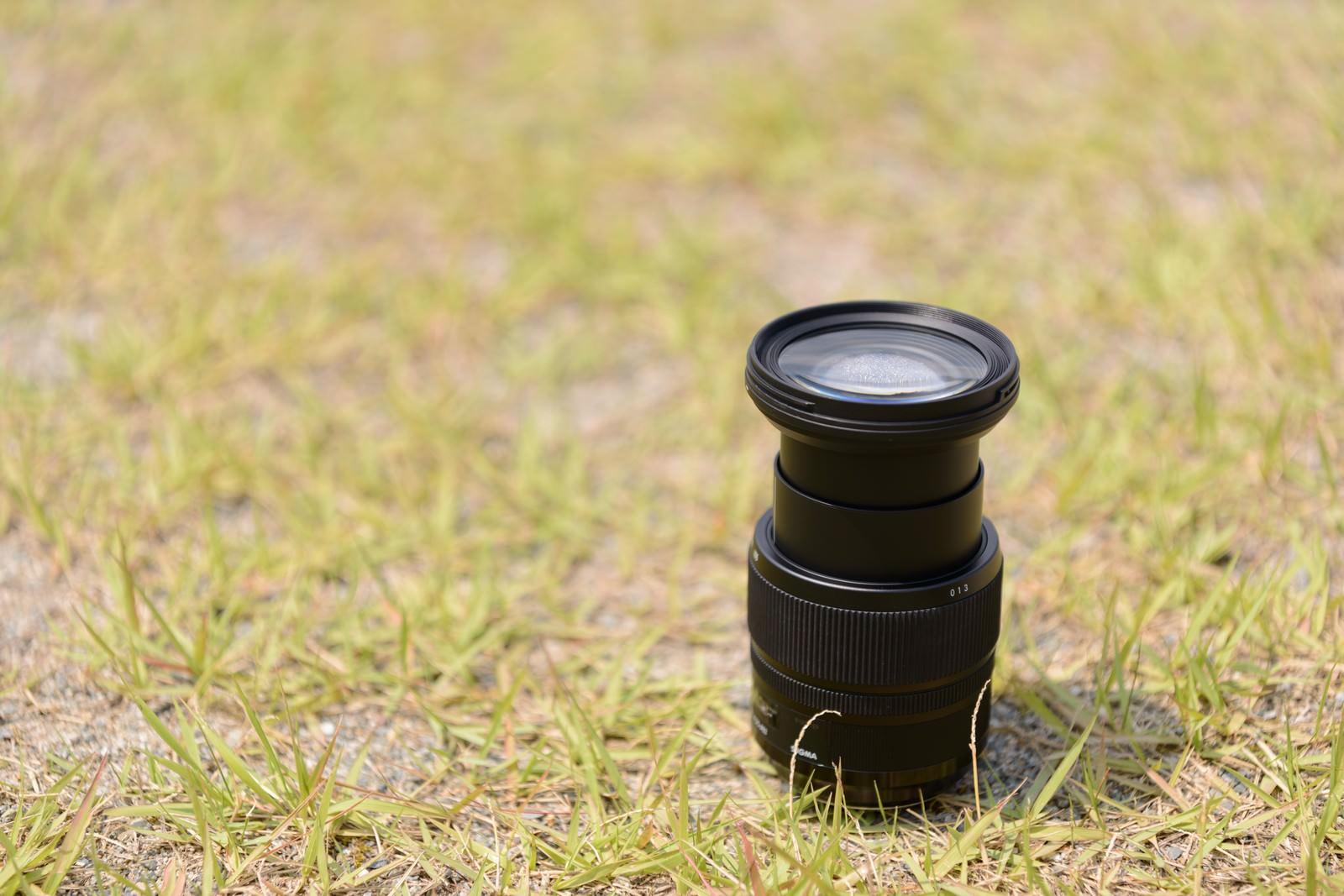 「水没したズームレンズを天日干し | 写真の無料素材・フリー素材 - ぱくたそ」の写真