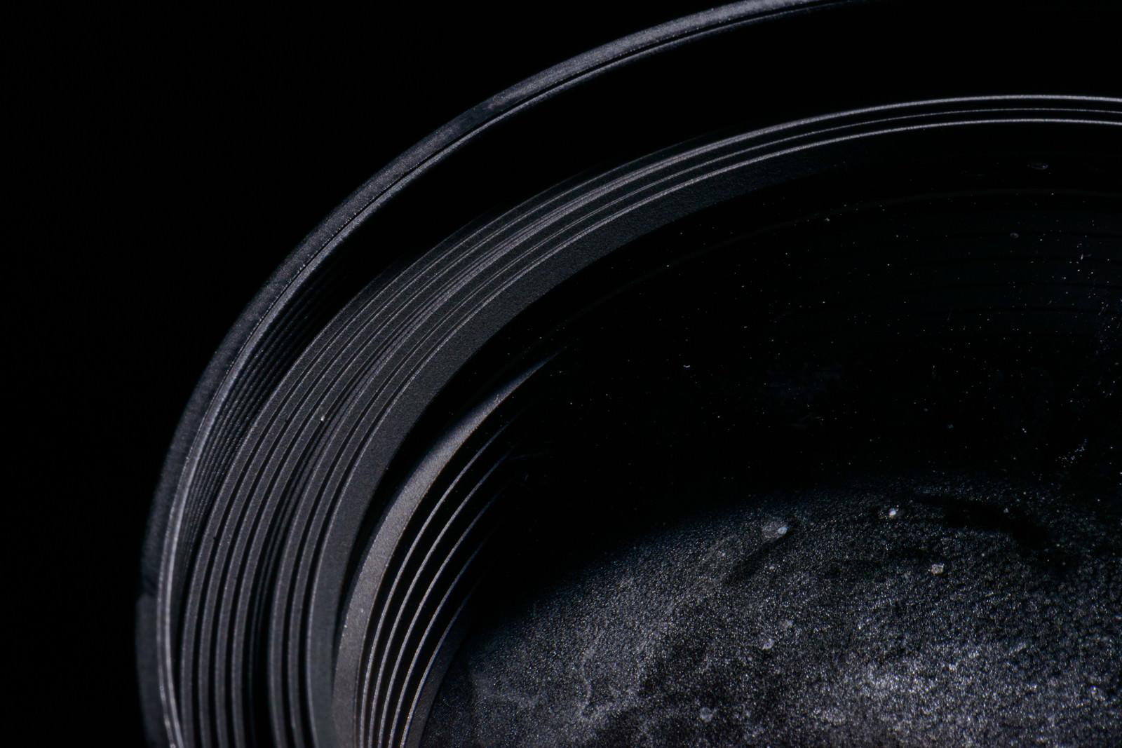 「標準ズームレンズの水没した前玉」の写真
