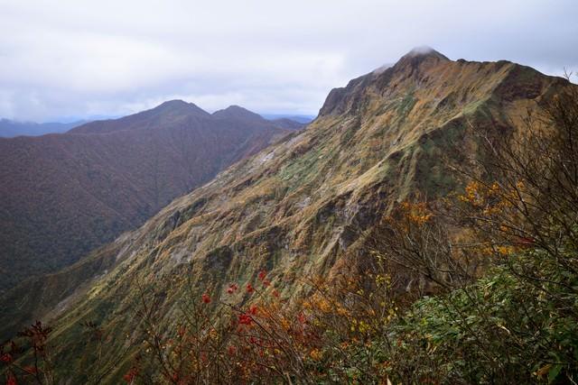 秋の谷川岳の写真