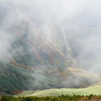 ガスった渓谷の写真