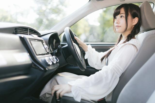 前方に注意してシフトレバーをドライブにの写真