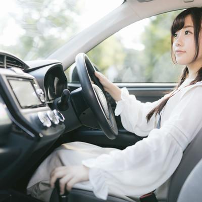 「前方に注意してシフトレバーをドライブに」の写真素材