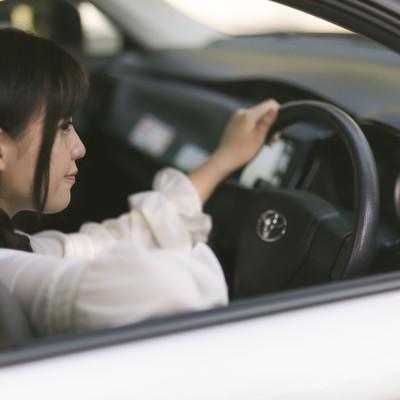 「車の中で待ち合わせ」の写真素材