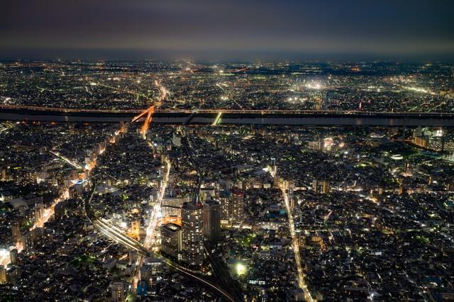 「街並みの夜景」のフリー写真素材