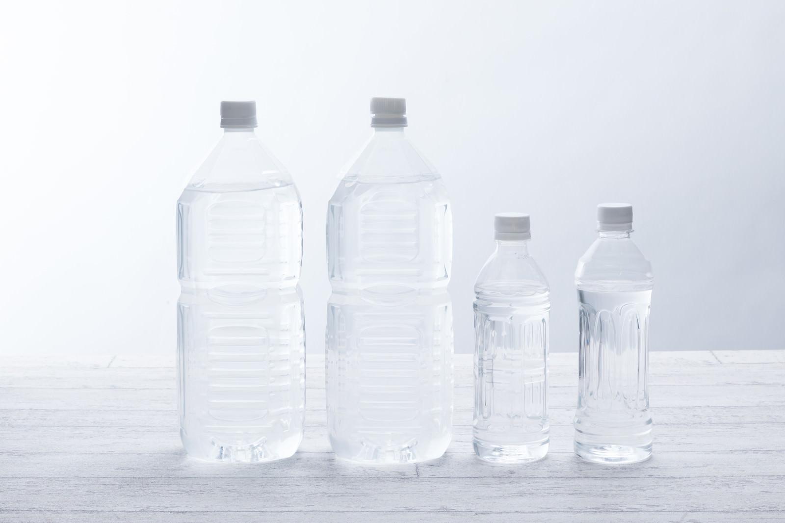 「2Lペットボトル2本と500mLペットボトル2本」の写真