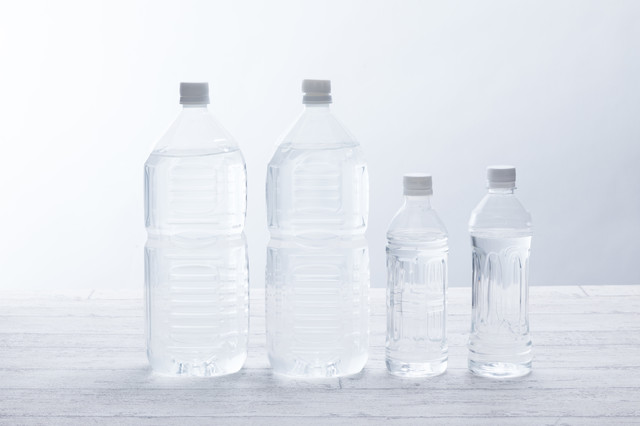 2Lペットボトル2本と500mLペットボトル2本の写真