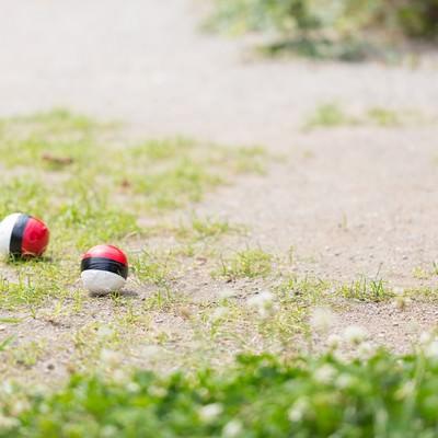 「まだユーザーも少ない紅白ボール」の写真素材