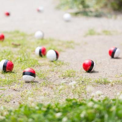 「SNSに投稿され紅白ボールが増える」の写真素材