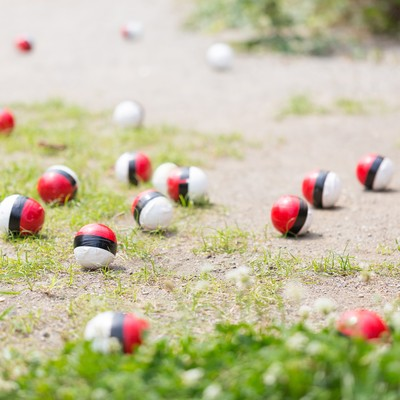 SNSで拡散され紅白ボールが集合のフリー素材