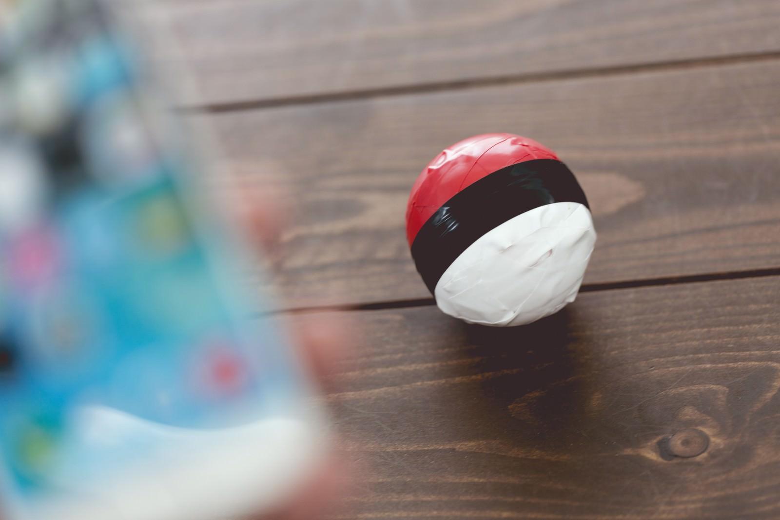 「スマホアプリで紅白ボールを操作する」の写真