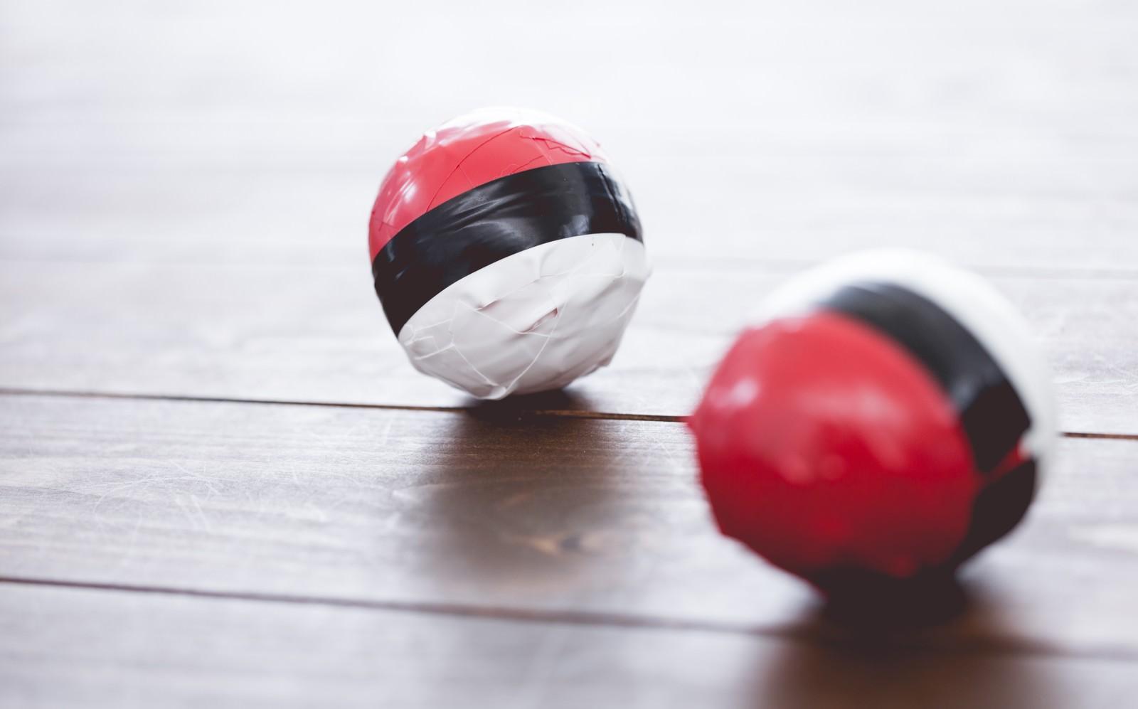 「あまり使われなくなった紅白ボール」の写真