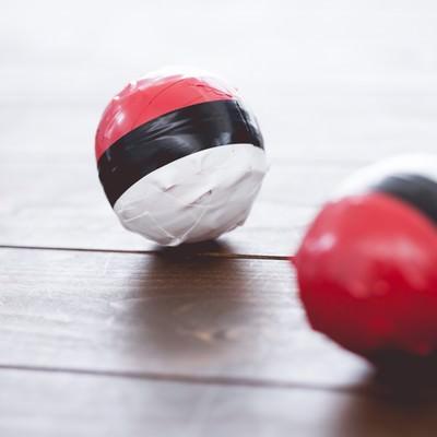 あまり使われなくなった紅白ボールの写真