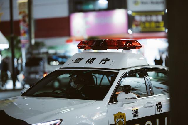 巡回中の警察車両