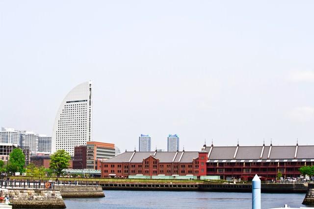赤レンガと半月ホテルの写真