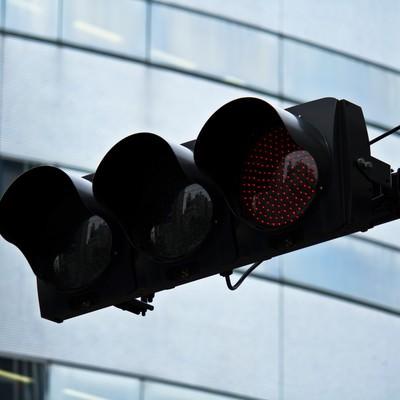 「LEDの赤信号」の写真素材
