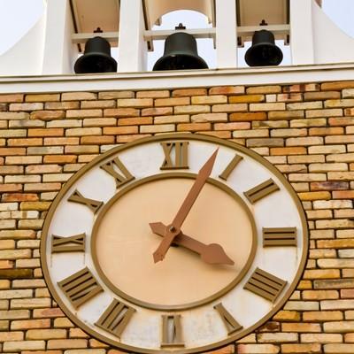 「ベルのある時計台」の写真素材