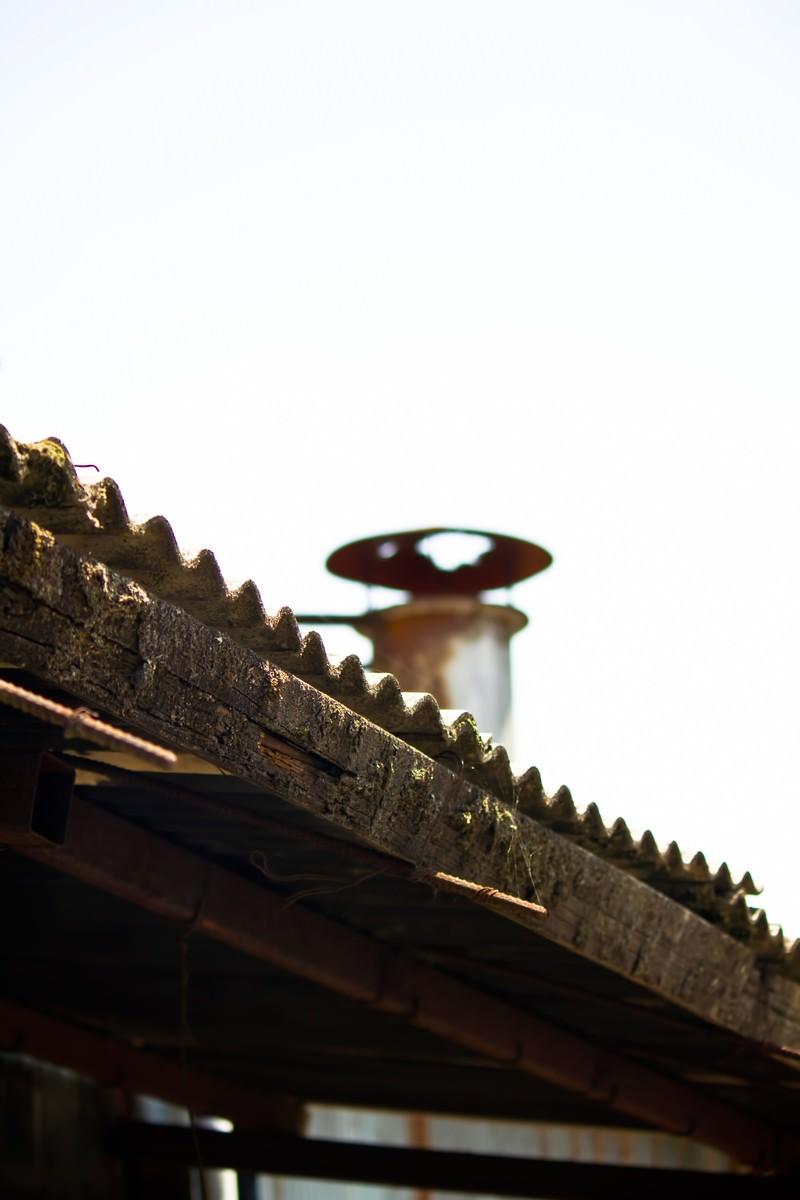 「ボロボロの屋根」の写真