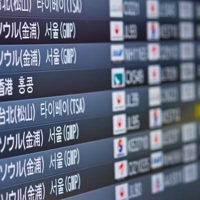 「空港の電光掲示板」の写真素材