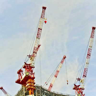 「建設現場のクレーン」の写真素材