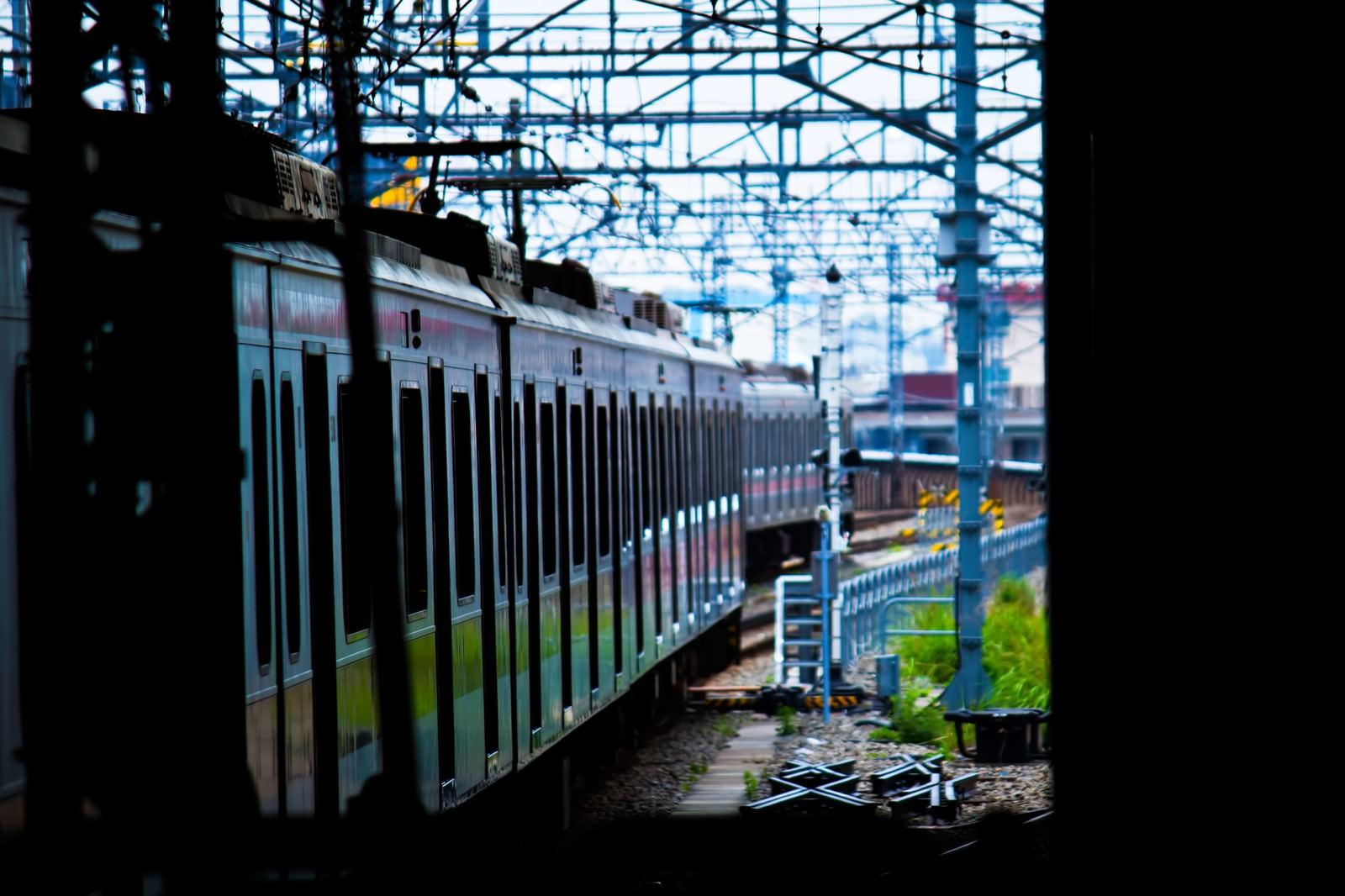 「すれ違う電車」の写真