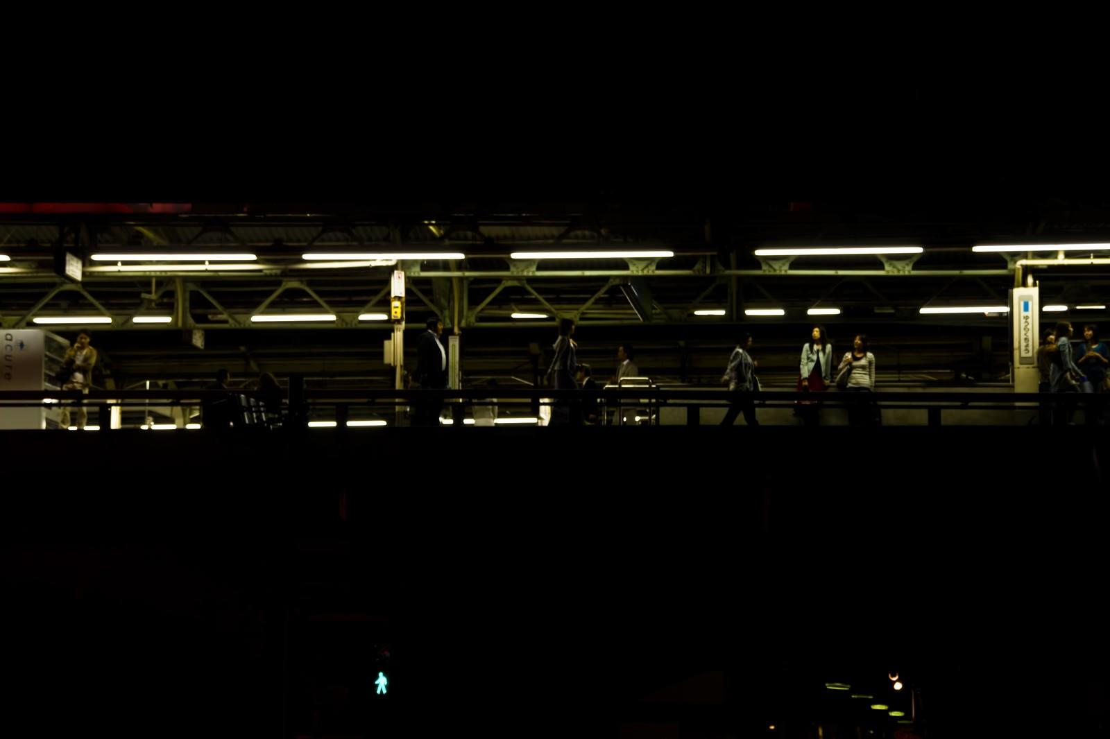 「夜の有楽町駅(構内)」の写真