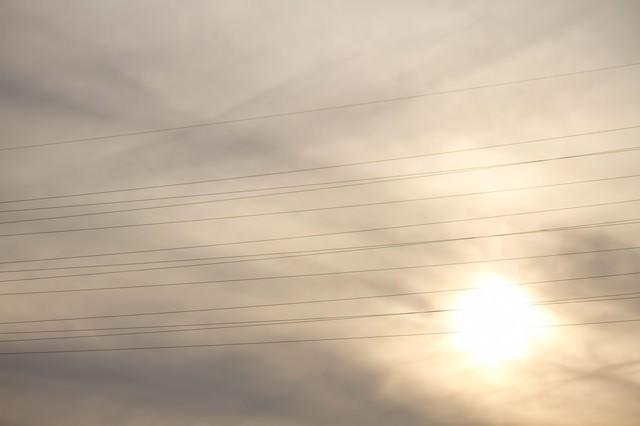 夕暮れと電線の写真