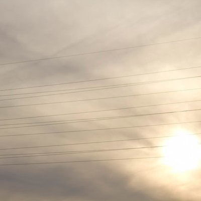 「夕暮れと電線」の写真素材