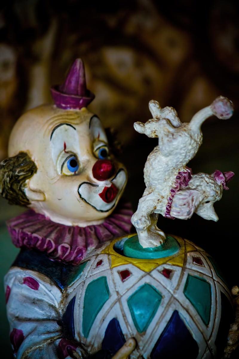 「古びたピエロの人形」の写真