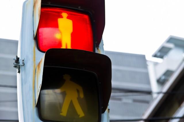 歩行者用信号機の写真