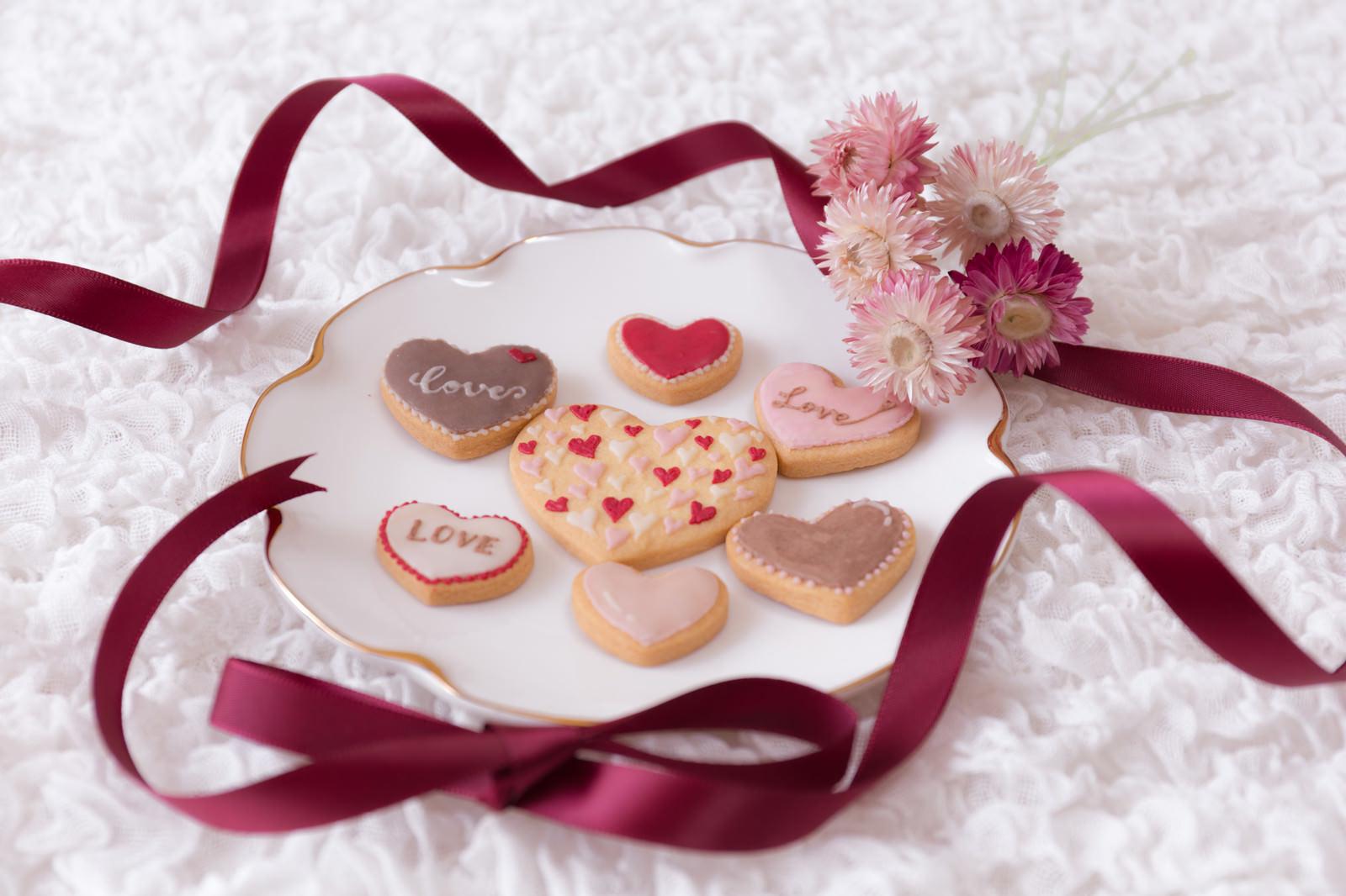「リボンとハートのクッキー(バレンタイン)」の写真