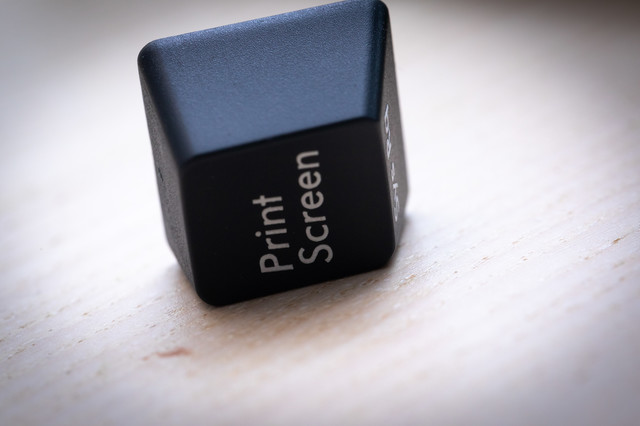 著作権侵害を懸念して取り外されたPrint Screenのボタンの写真