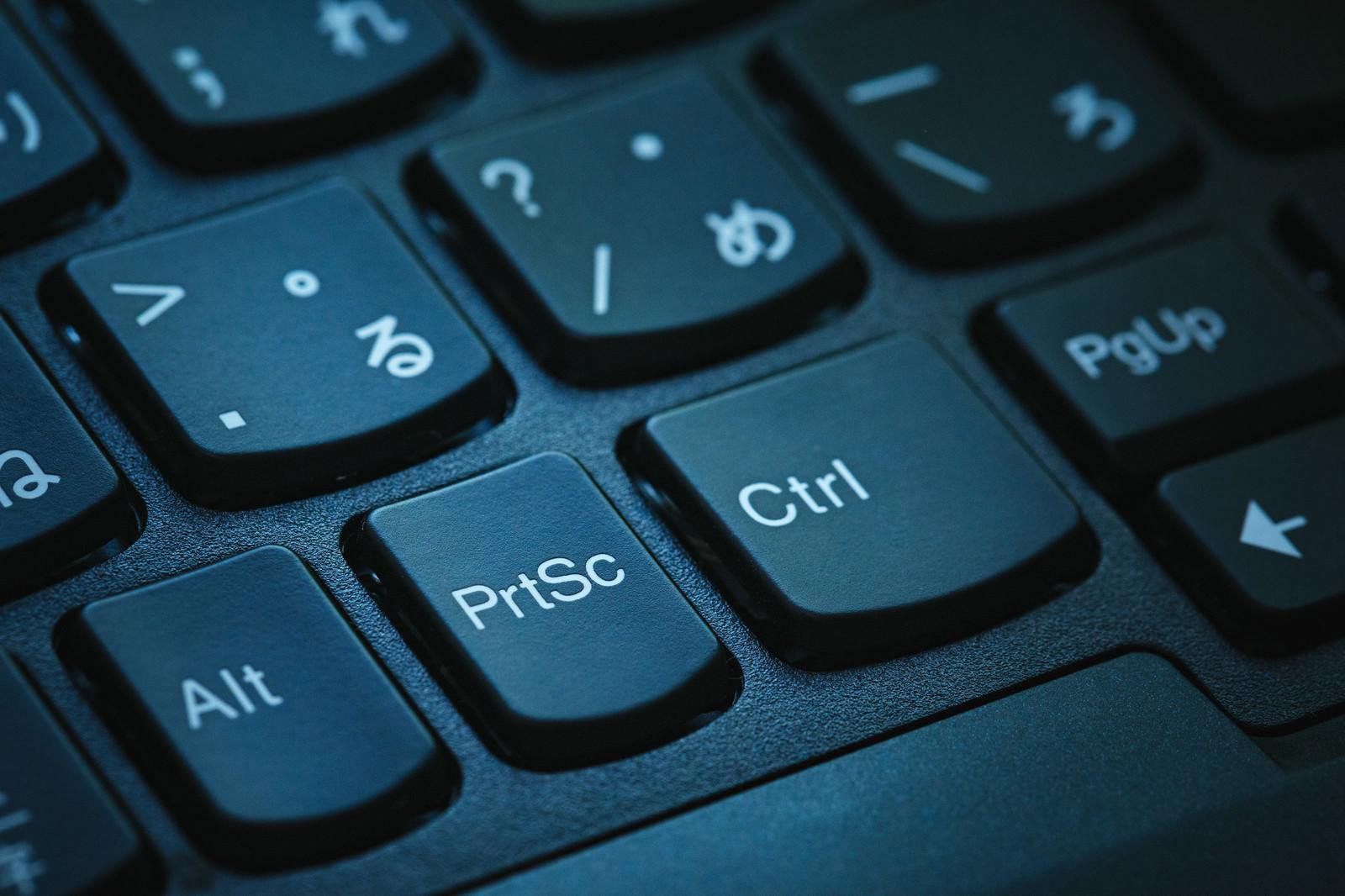 「キーボードのプリントスクリーンボタン | 写真の無料素材・フリー素材 - ぱくたそ」の写真