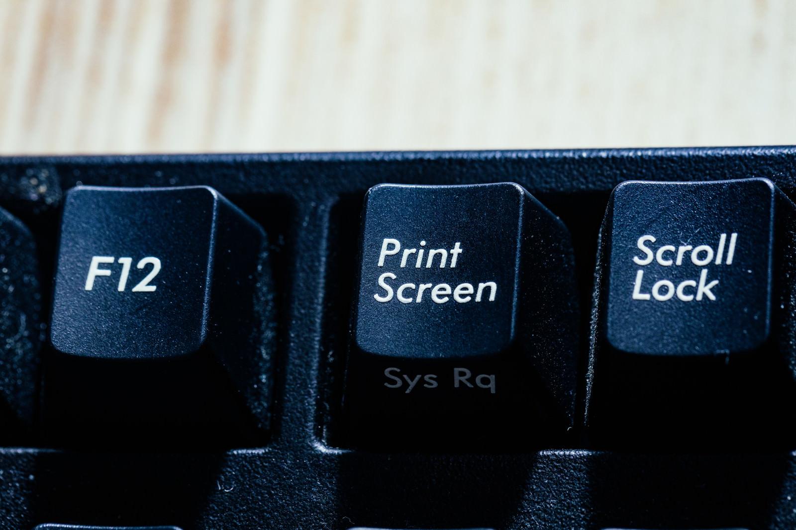 「スクリーンショットも著作権侵害の可能性 | 写真の無料素材・フリー素材 - ぱくたそ」の写真