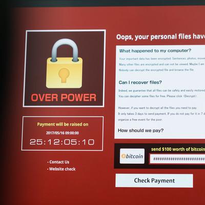 「何度再起動しても赤い警告メッセージが表示される(ランサムウェア)」の写真素材