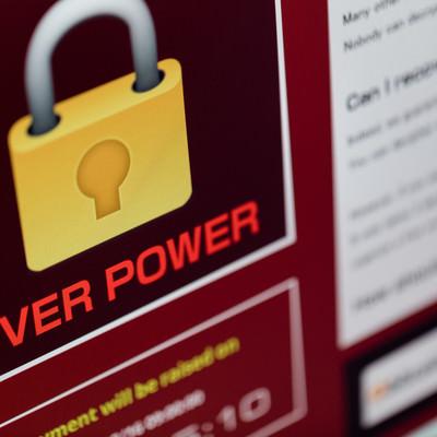 「コンピューターの画面に鍵のマークが表示された」の写真素材