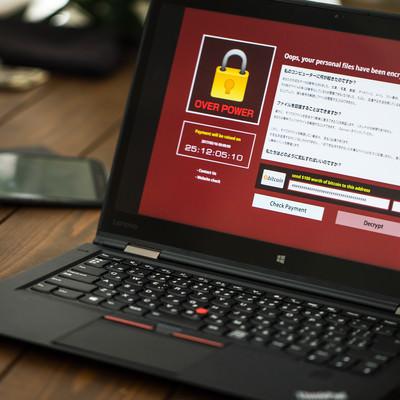 「重要なデータの入ったノートパソコンがランサムウェアに感染」の写真素材