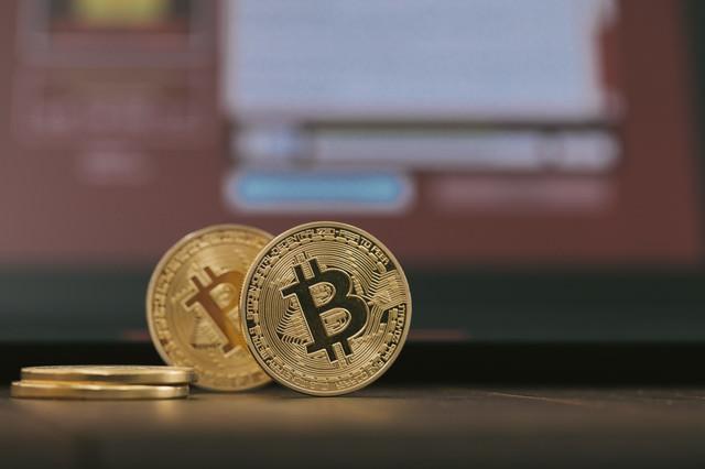 ランサムウェアとビットコイン(暗号資産のハッキング)の写真