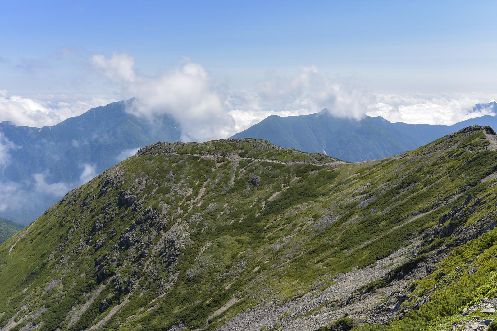 「雲が迫りくる甲斐駒ヶ岳方面(仙丈ヶ岳)」の写真