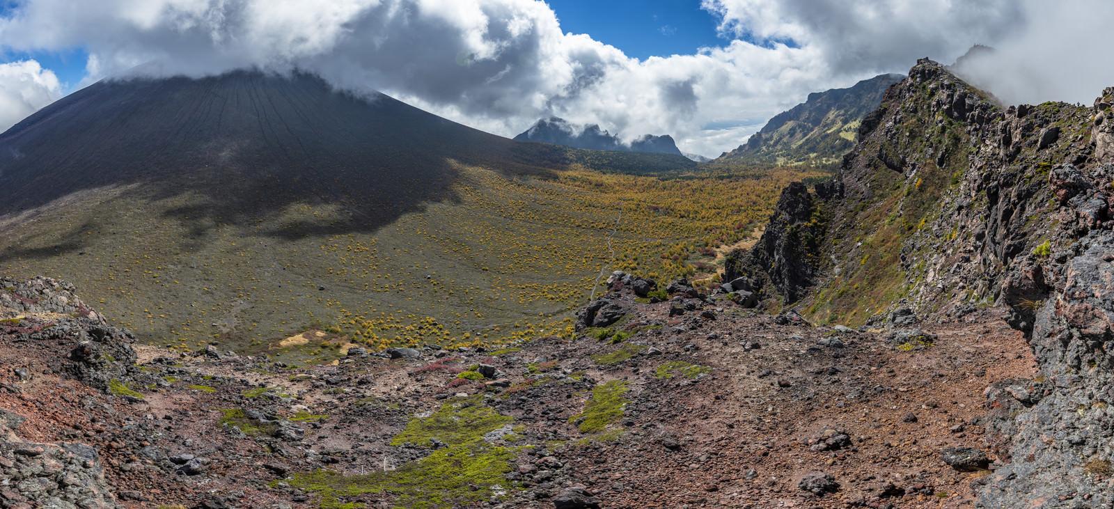 浅間山賽の河原のパノラマの写真を無料ダウンロード(フリー素材) - ぱくたそ