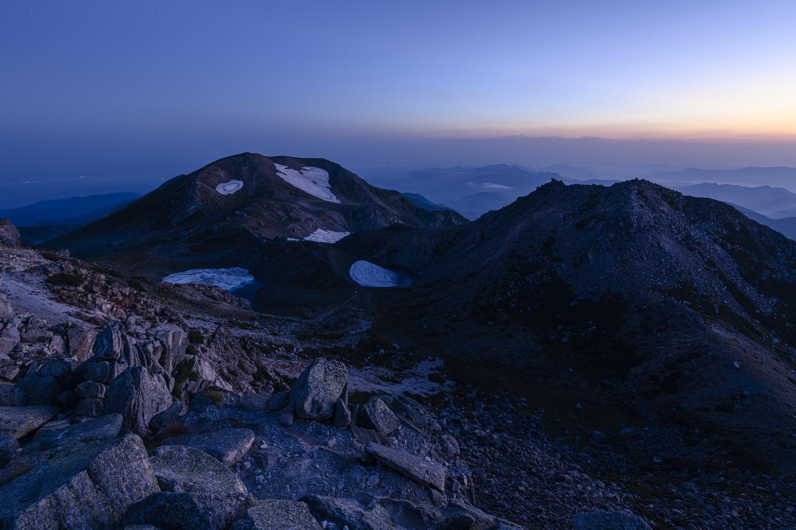 「夜明け前の白山山頂の景色」の写真