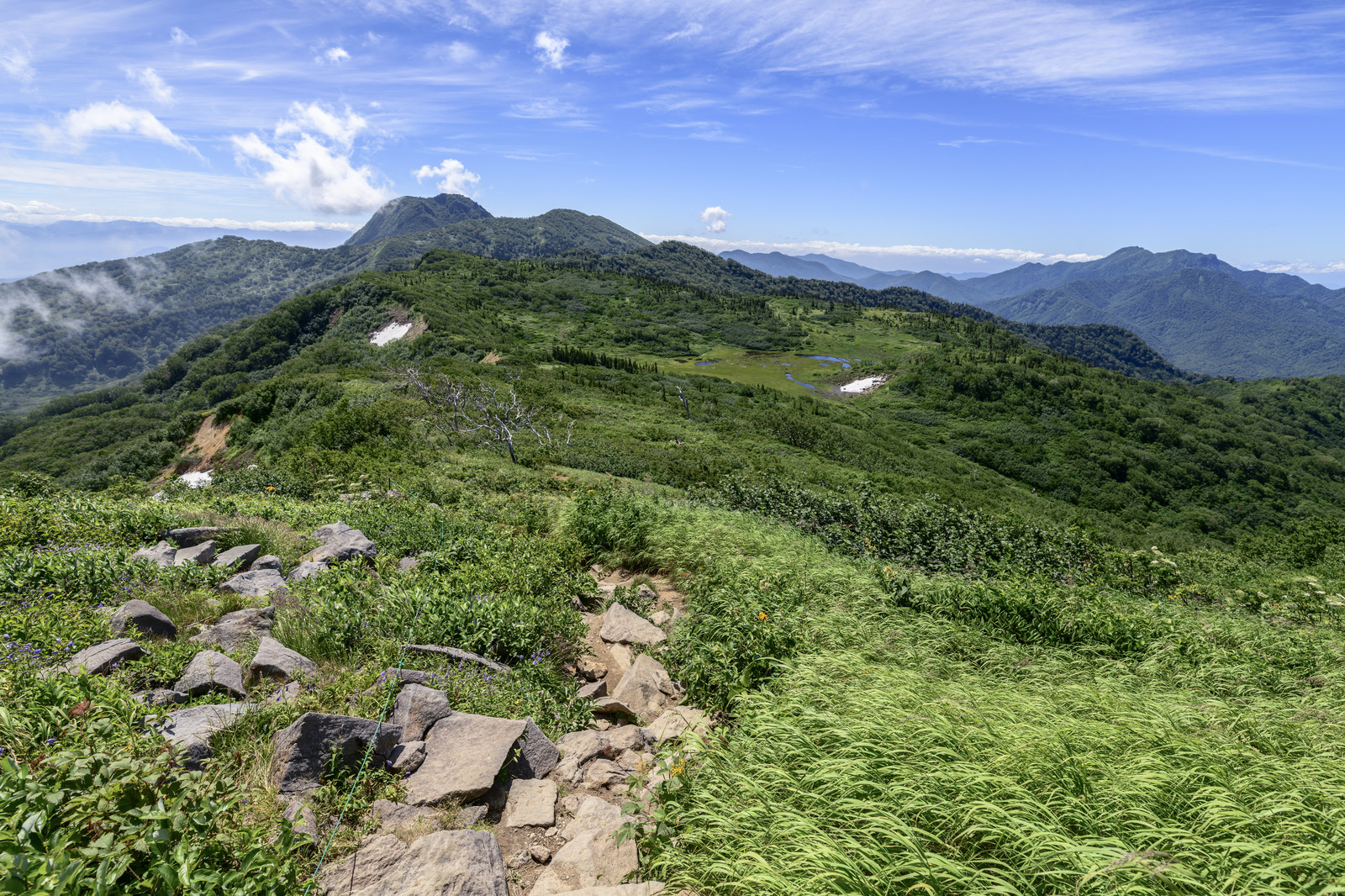 「火打山稜線から見える妙高山(みょうこうさん)」の写真