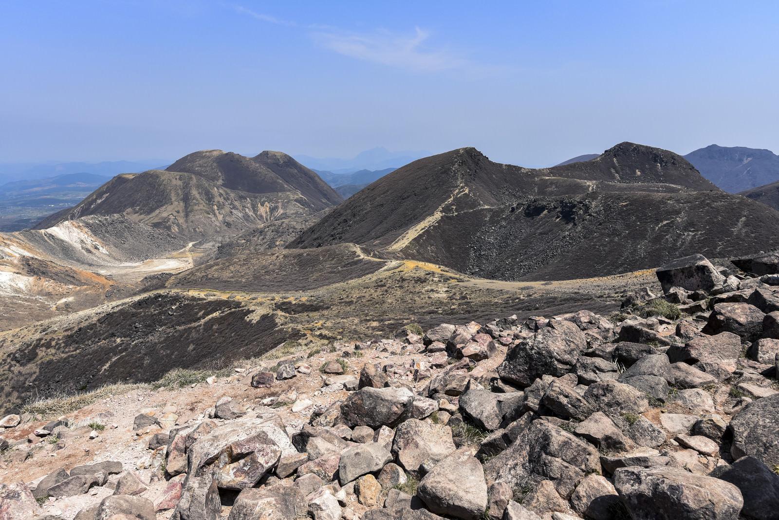 「久住山、三俣山と九州本土最高峰中岳」の写真