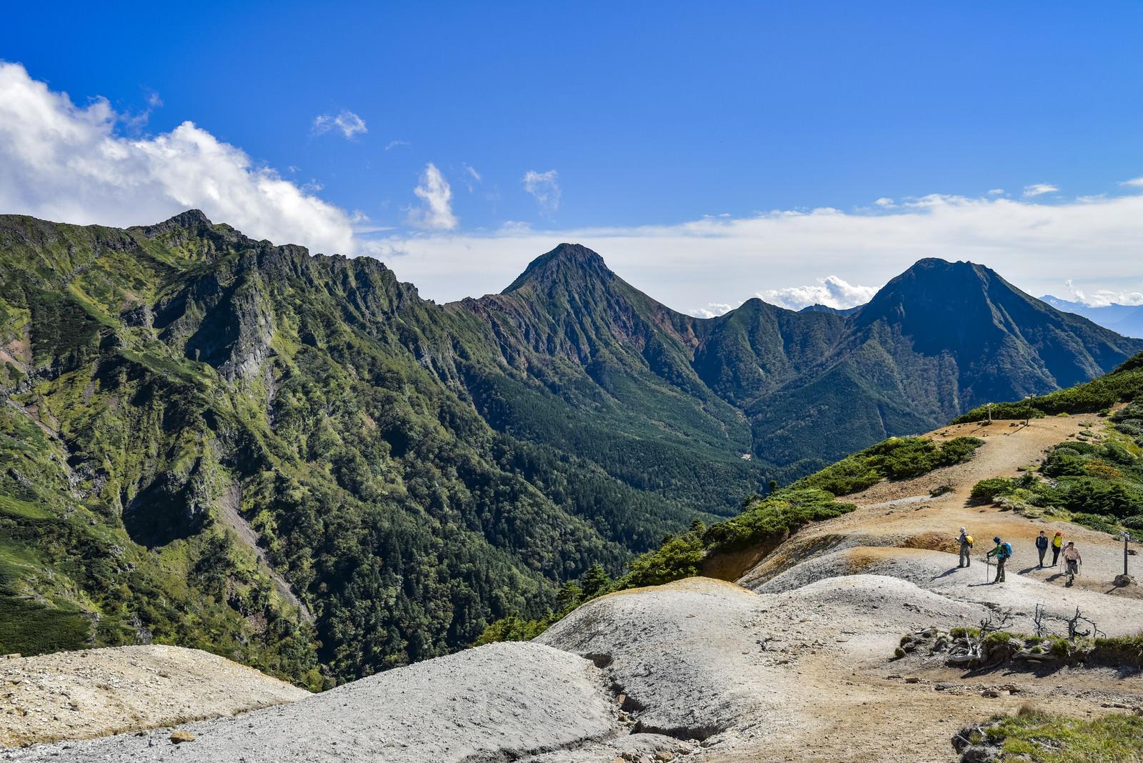 「展望の良い赤岩の頭と八ヶ岳の景色(赤岳)」の写真
