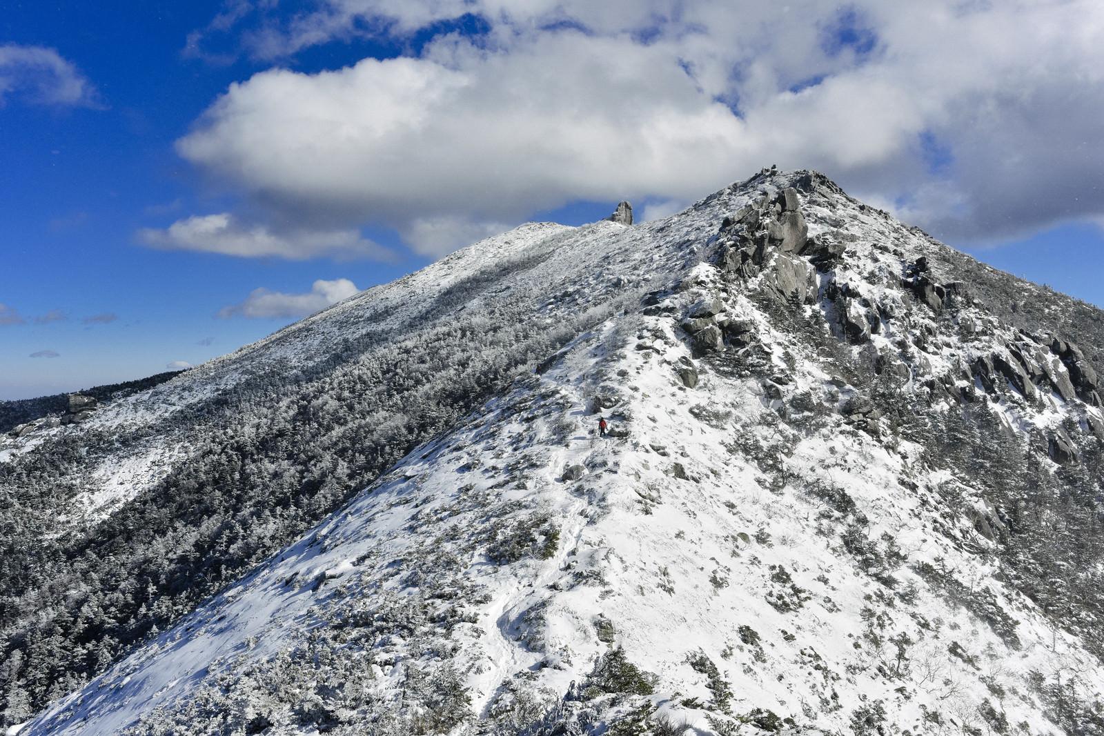 「金峰山山頂へと続く道」の写真
