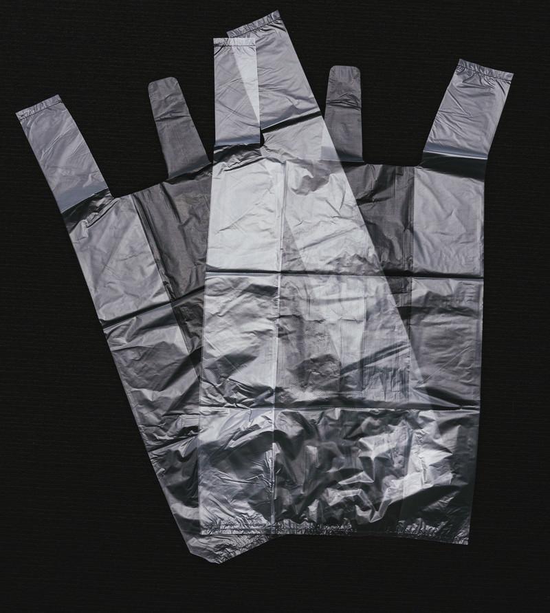 「重なり合う透明なビニール袋」の写真